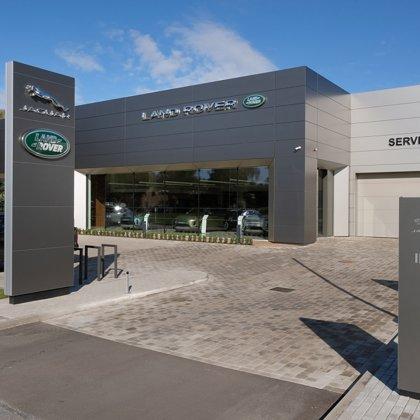 Land Rover un Jaguar auto salons